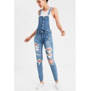 american eagle • distressed skinny overalls